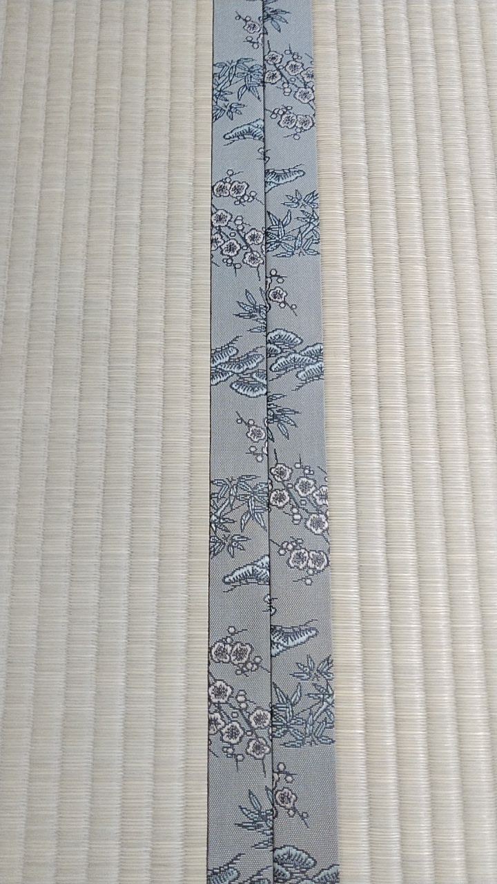 畳縁は、花のエッセイ No300を使用しました。