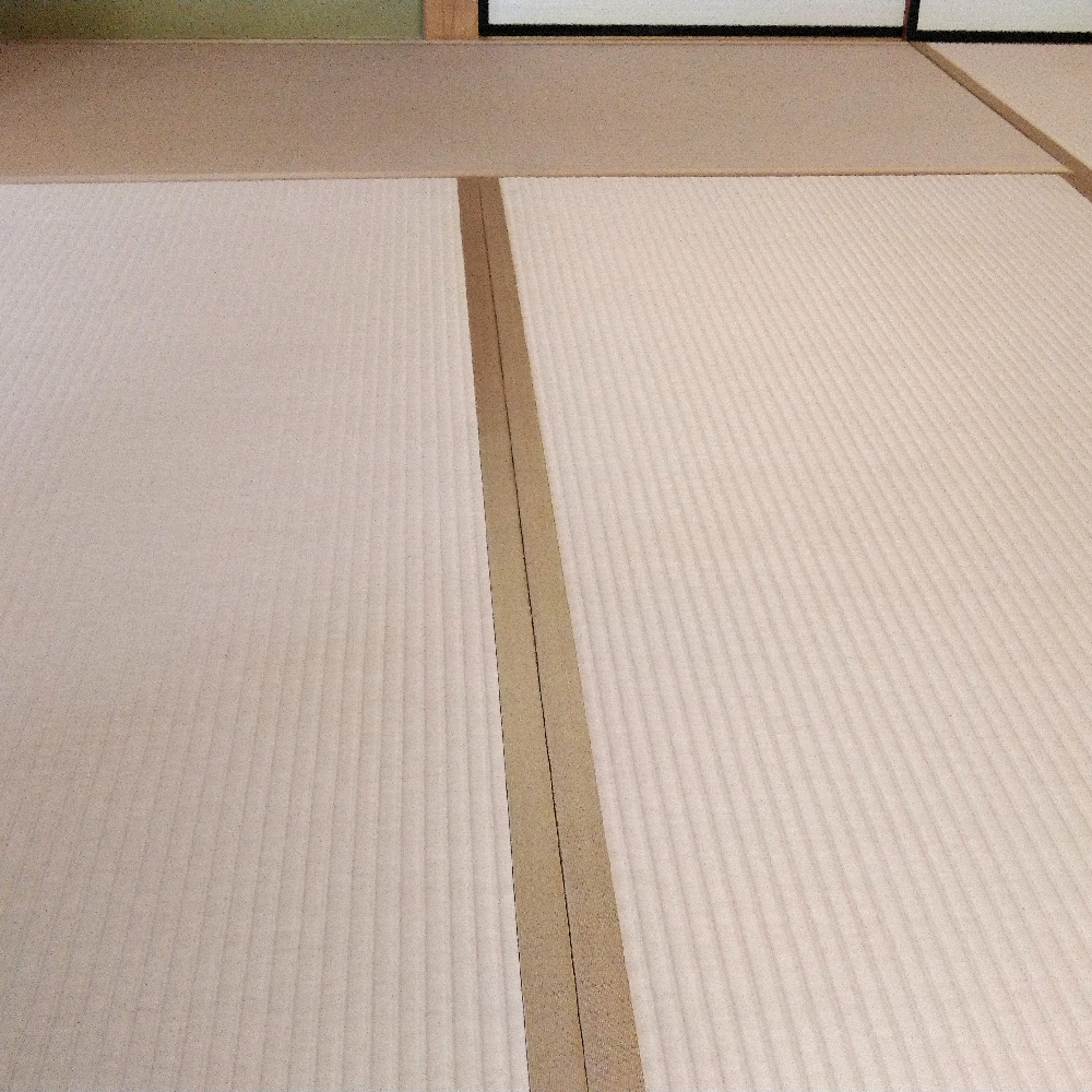 軽量ボード床、セキスイ美草ピンク色表を使用して新畳を納品しました。