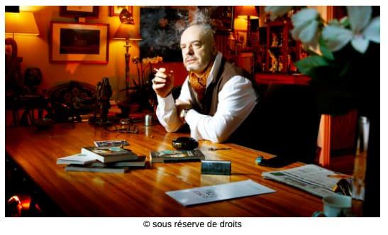 Éric Poindron dans son atelier d'écriture