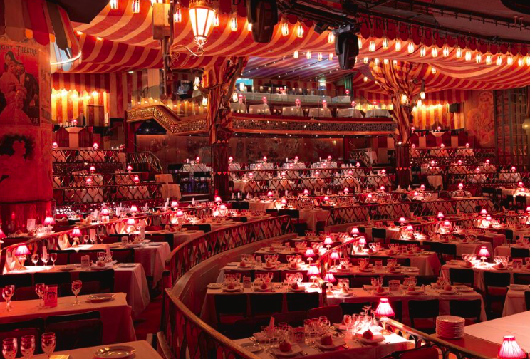 необычный ресторан в кабаре Мулен Руж в Париже