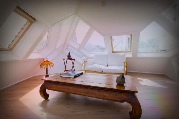 В этом доме в Роттердаме нет окон с прямыми углами