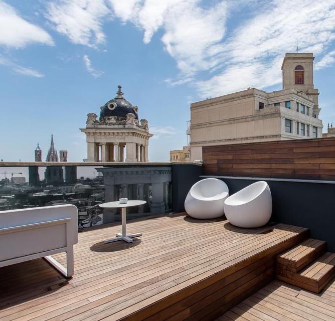 оригинальный отель в Барселоне с баром на крыше