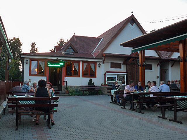 Tóth restaurant in Révfülöp