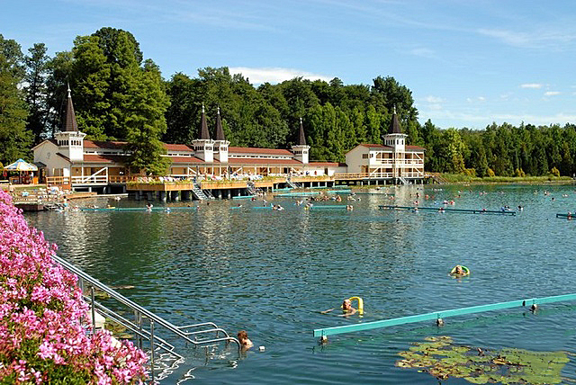 Thermaalbad in Héviz 38 graden warm en 38 meter diep
