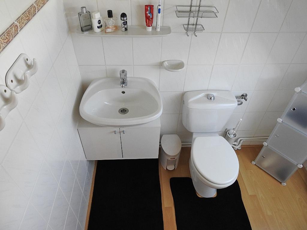 2e toilet met extra wastafel