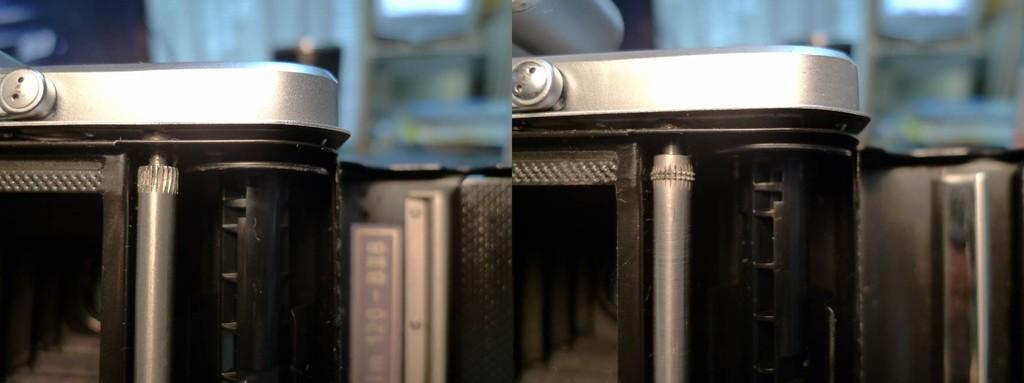 右は前期型、左が後期型。巻き止め連動ローラーの滑り止め形状が違う。