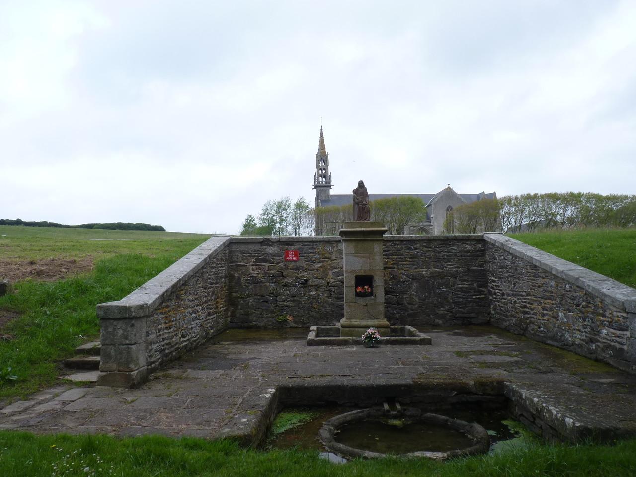 La fontaine et la chapelle de Sainte Anne la Palud - Plonevez Porzay