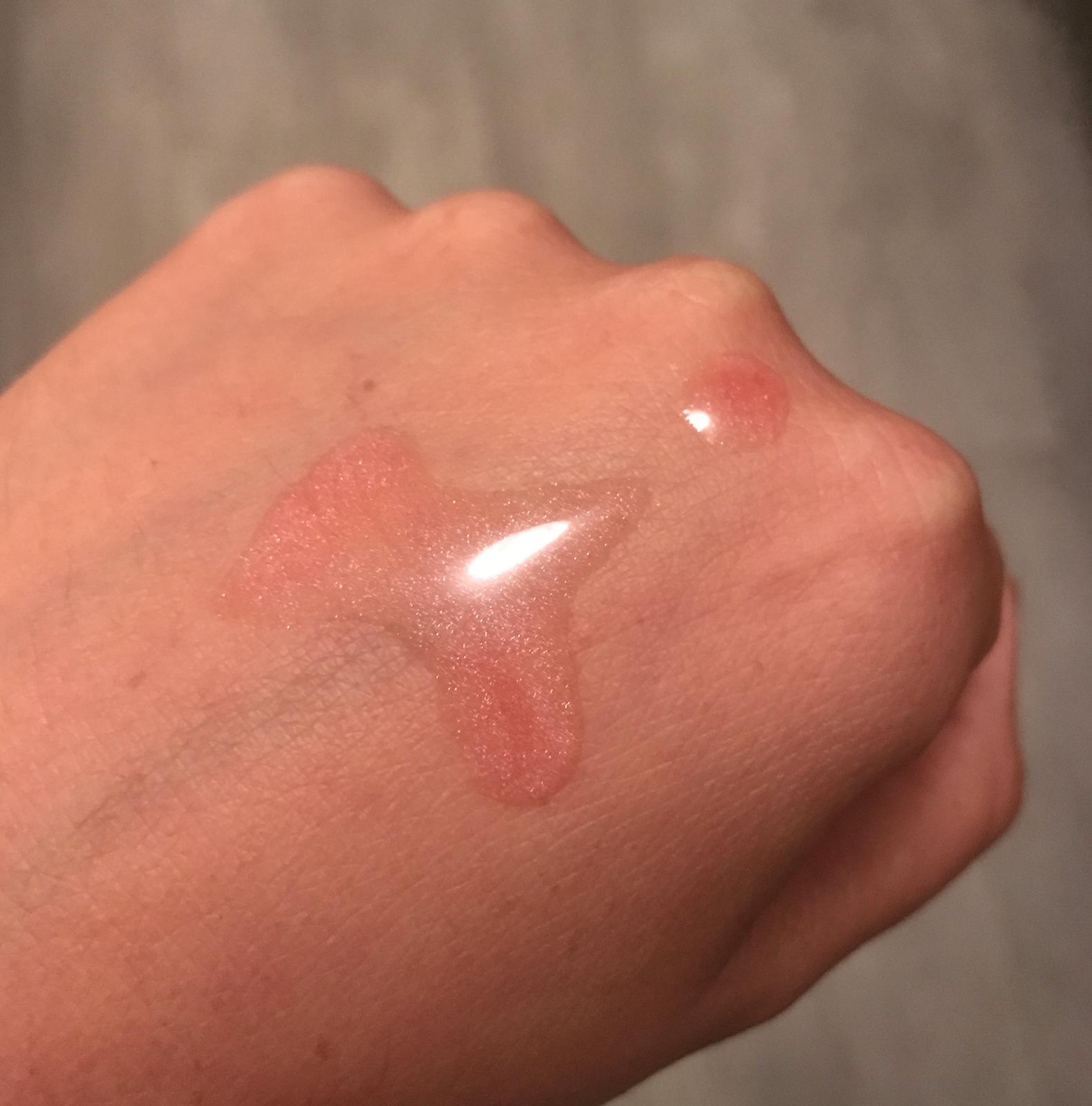 L'huile sur la peau (légèrement rosée)