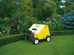 Aerifizierer von Pluger mit Hohlspoons oder Vollspoons mieten um Bodenverdichtung zu beseitigen und um den Luft- und  Wasserhaushalt zu verbessern.