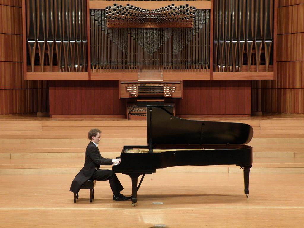 武蔵野音楽大学内バッハザールにてリサイタル、東京 2009年5月22日
