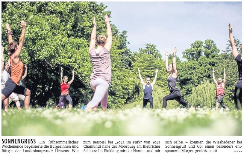 unsere erste Yogastunde für dieses Jahr draußen: 22.05.2016, Schlosspark in Biebrich - Artikel der Frankfurter Rundschau Wiesbaden