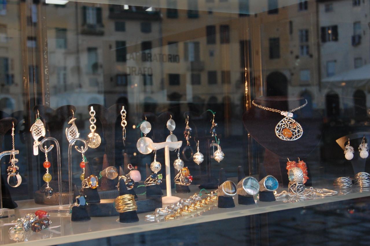 Jewels in Anfiteatro
