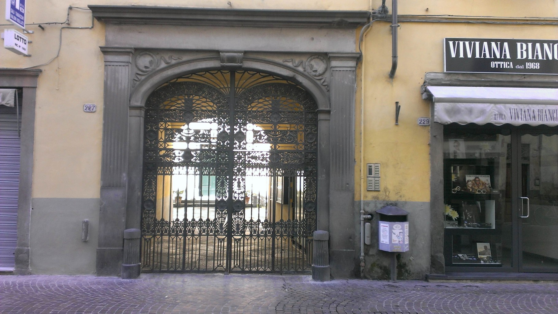 LE PALME Gate access from the main street