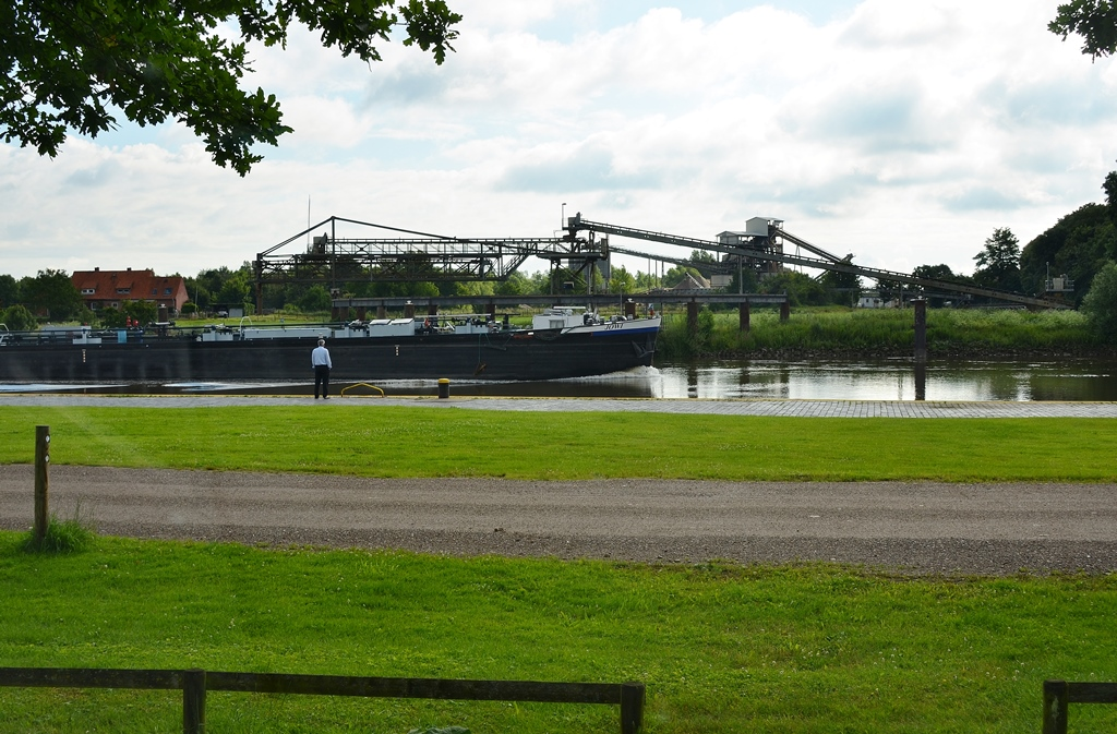 Stellplatz am Kanal