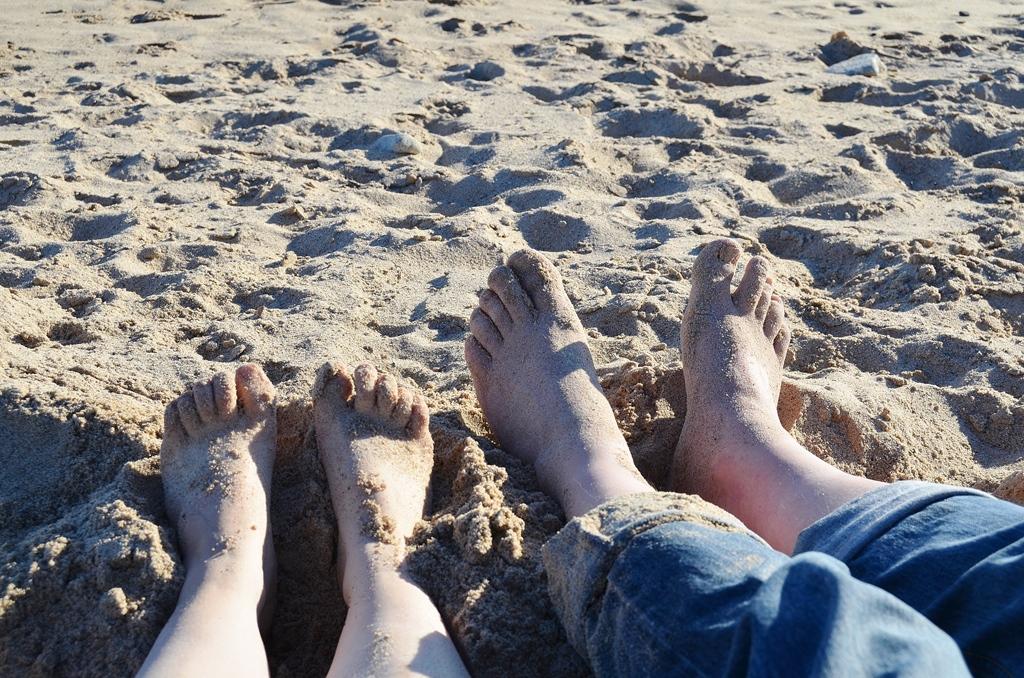 Februar und wir barfuss am Strand