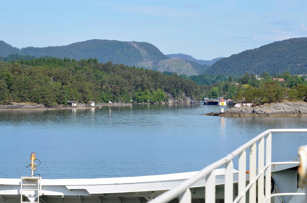 ...unsere Fahrt vorbei an Fjorden
