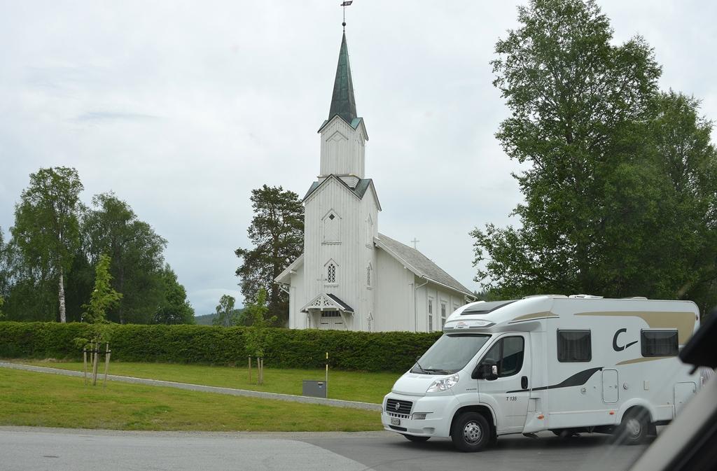 Zwischenhalt bei einer hübschen Kirche