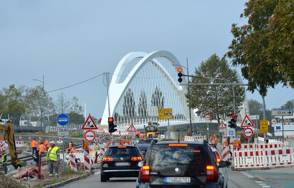 Morgenverkehr über den Rhein...