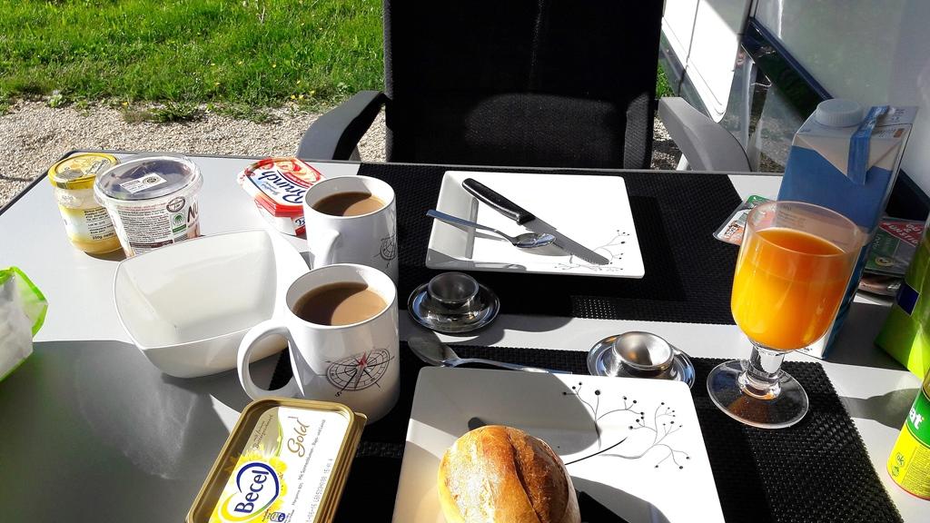 Frühstück bei Sonnenschein