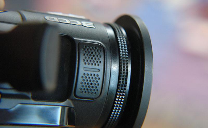 """Mikrofon und Einstellrad (Fokus im """"manuell""""-Modus)"""