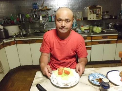 48回目の誕生日です・・女房の作ったトマト?ケーキ(笑)