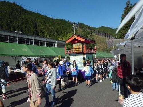 屋台の引き回し・・これ、夏祭りと、福寿祭りのイベント用に作った物です