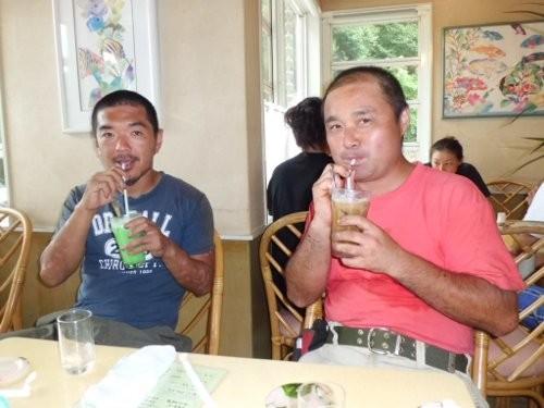 クリームソーダ、コーヒーフロートのおじさん二人