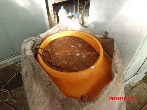 100リットルのタンクに、300wの水槽用ヒーターで加温して発酵させます
