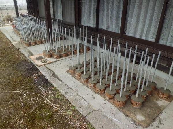 育苗施設、高設栽培用の足のパイプ