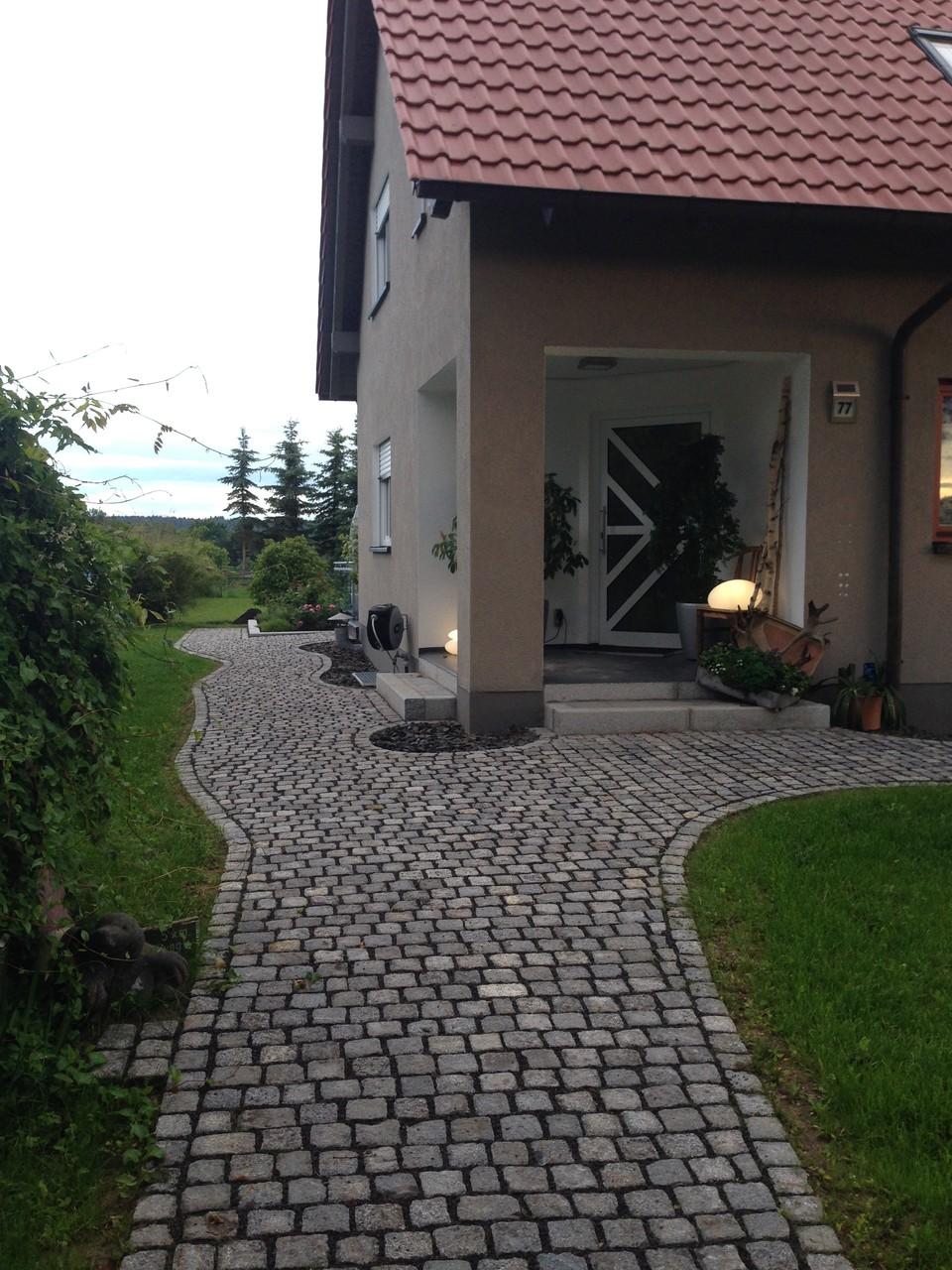 Pflasterarbeiten mit Granit-Kleinpflaster in Reihenverlegung