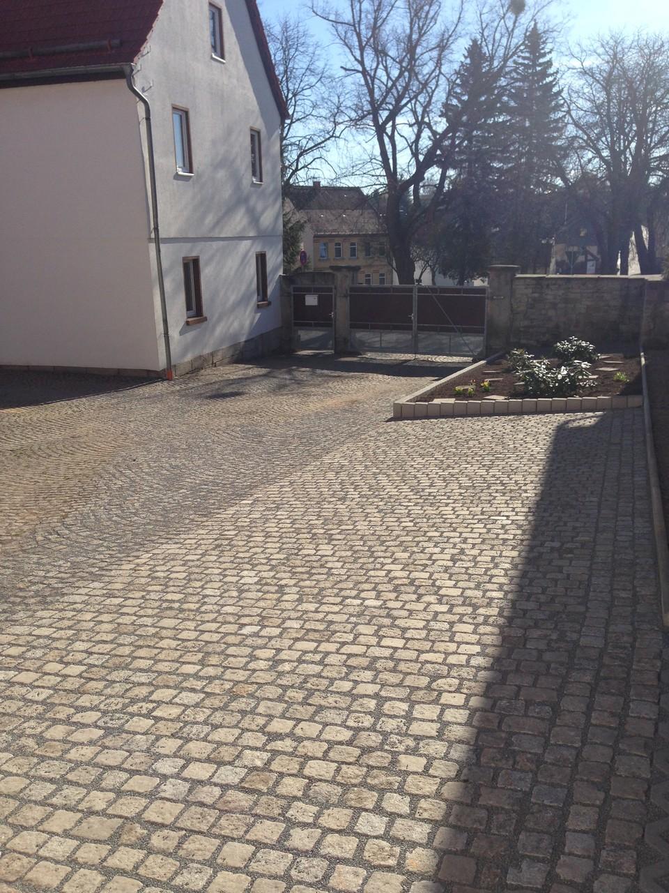 Oberflächenregulierung Innenhof in Granitkleinpflaster