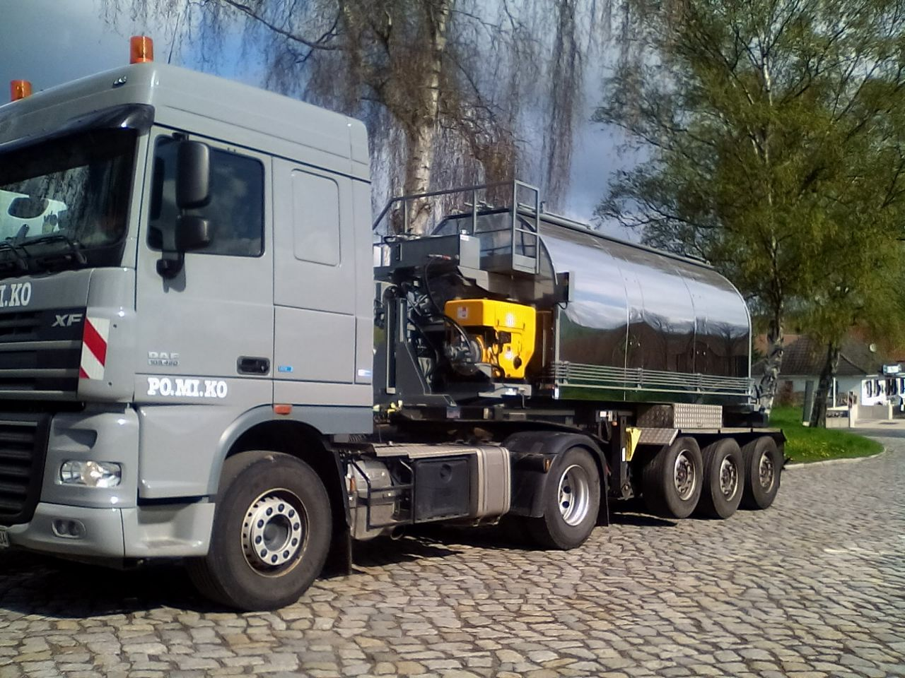 Gussasphalttransport: 2 neue Gussasphaltkocher mit 10cbm Fassungsvermögen