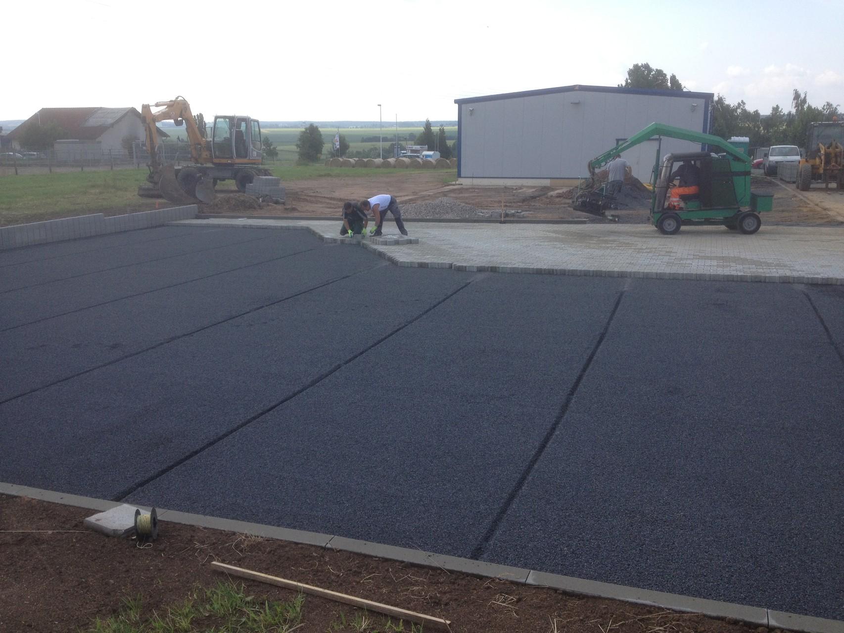Neubau Parkplatz mit Betonpflaster