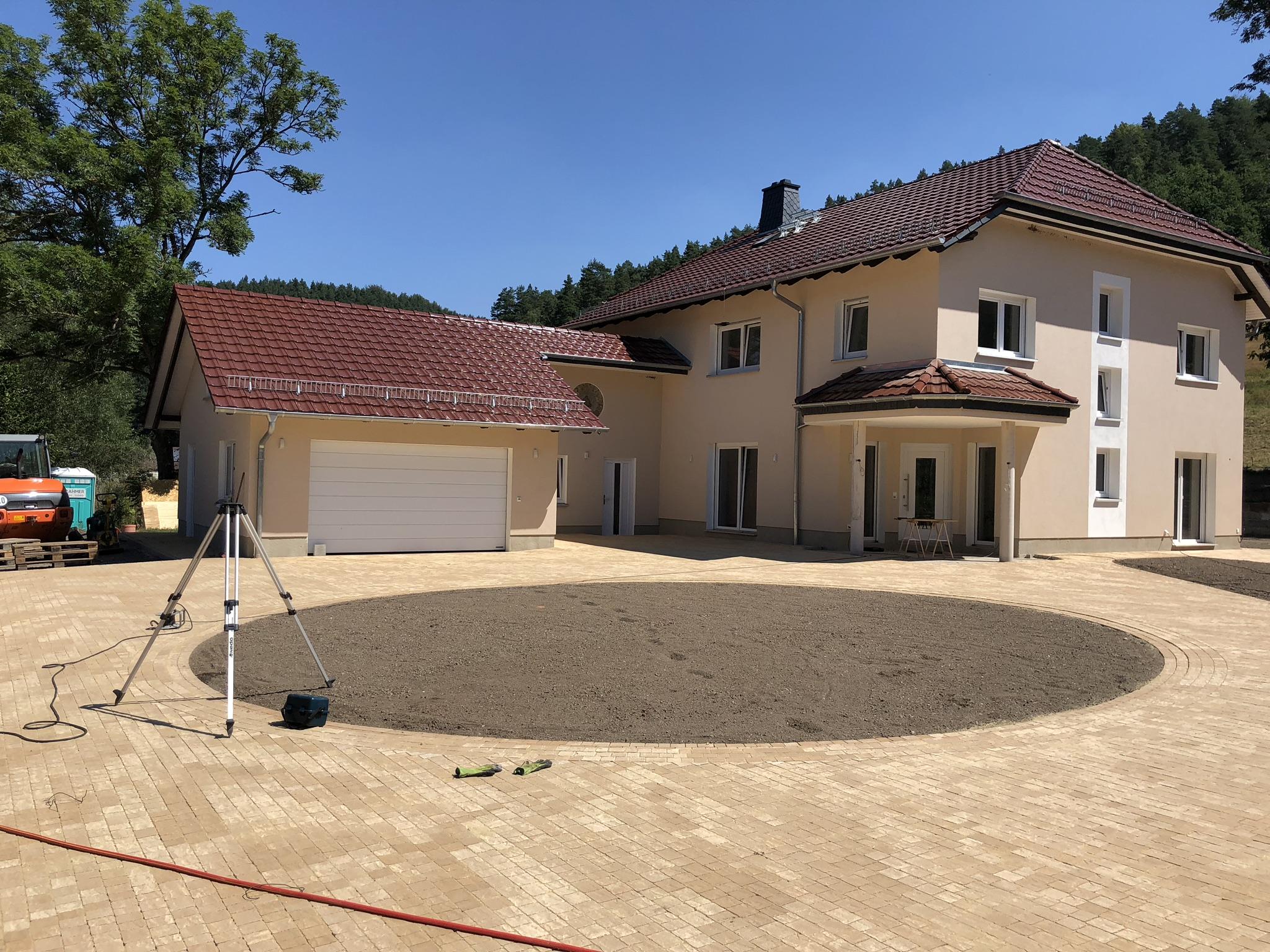 Außenanlagen mit RINN Betonpflaster