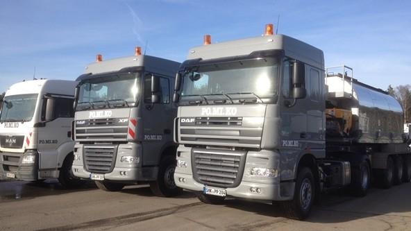 Gussasphalttransport: Sattelzüge für Gussasphalttransporte mit 10cbm Fassungsvermögen