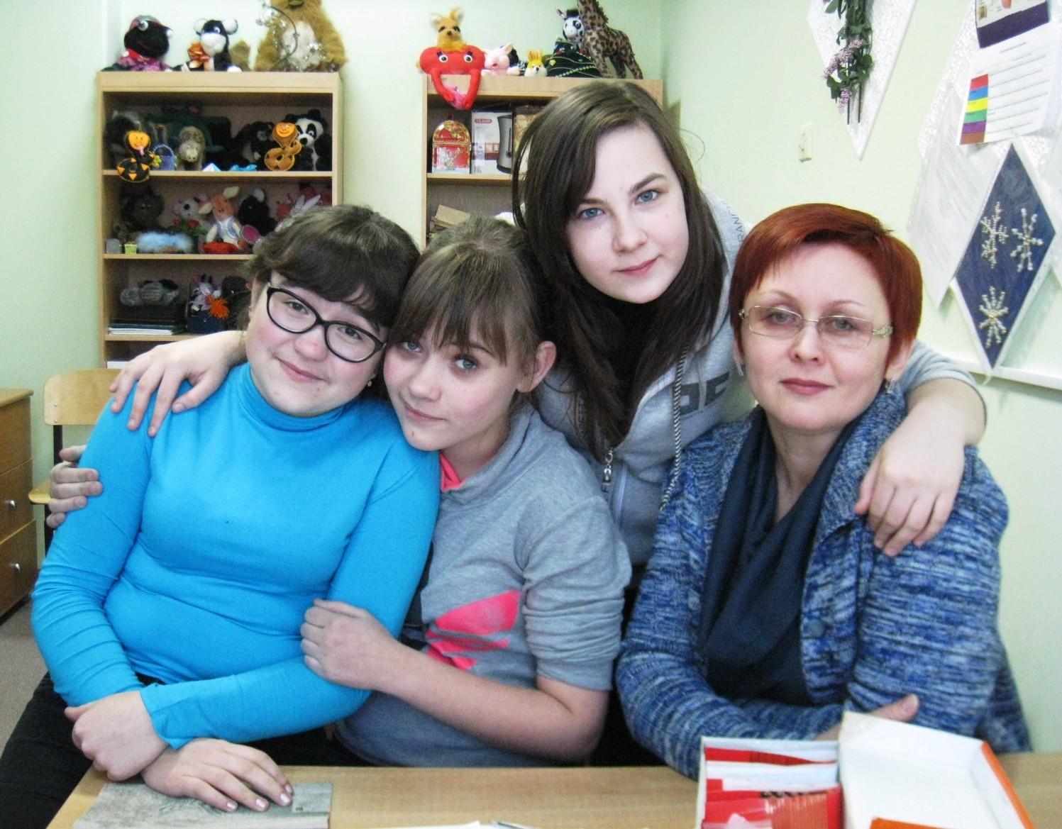 Настя, Есения, Аня и Лариса Дмитриевна