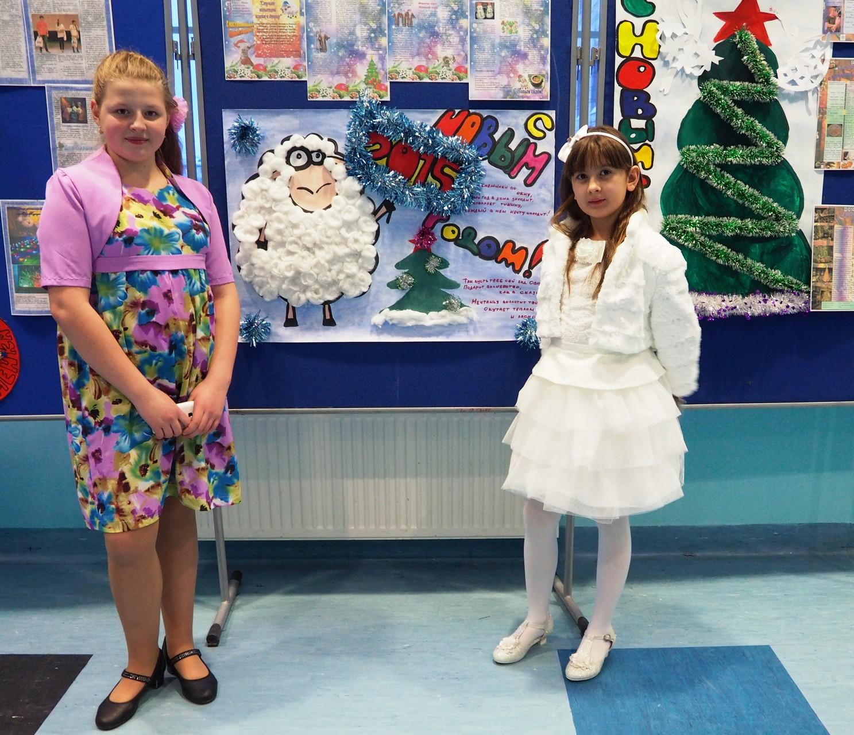 Аня и Карина пришли на Новогоднее представление в наш Центр