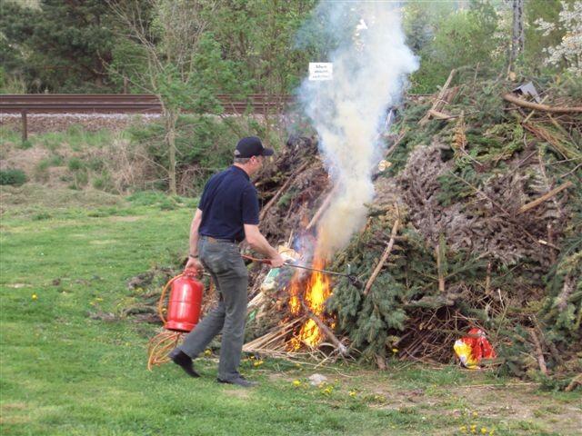 Das Feuer wird gezündet