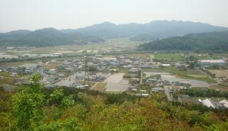 皆川城本丸から太平山を望む