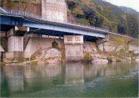 曽代用水取入水門(美濃市天神大橋下)