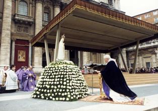San Juan Pablo II consagrando el mundo al Inmaculado Corazón, 25 de marzo de 1984