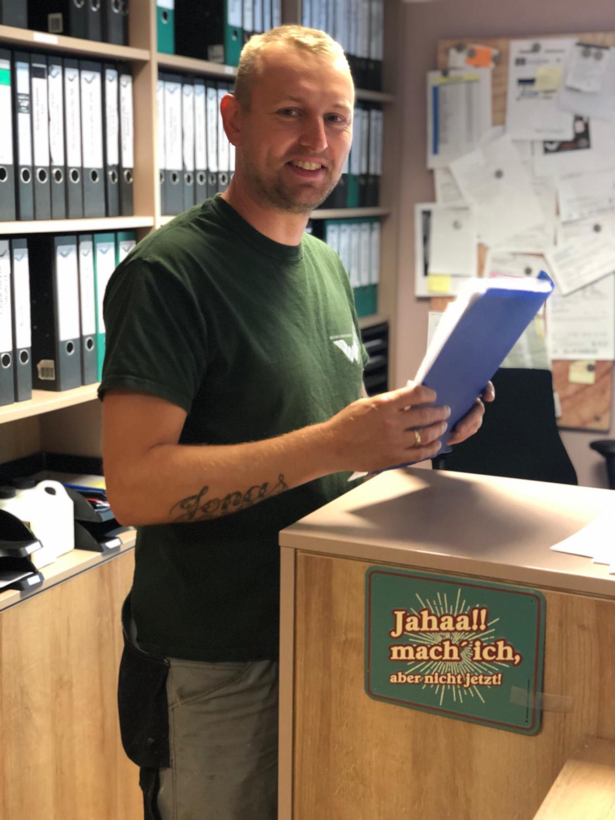 Thomas der Mann für kleine und große Reparaturen unser Service Parkettleger