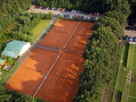 """Die nebenan liegende Tennisanlage des Tennisvereins """"Zur Soeste"""""""