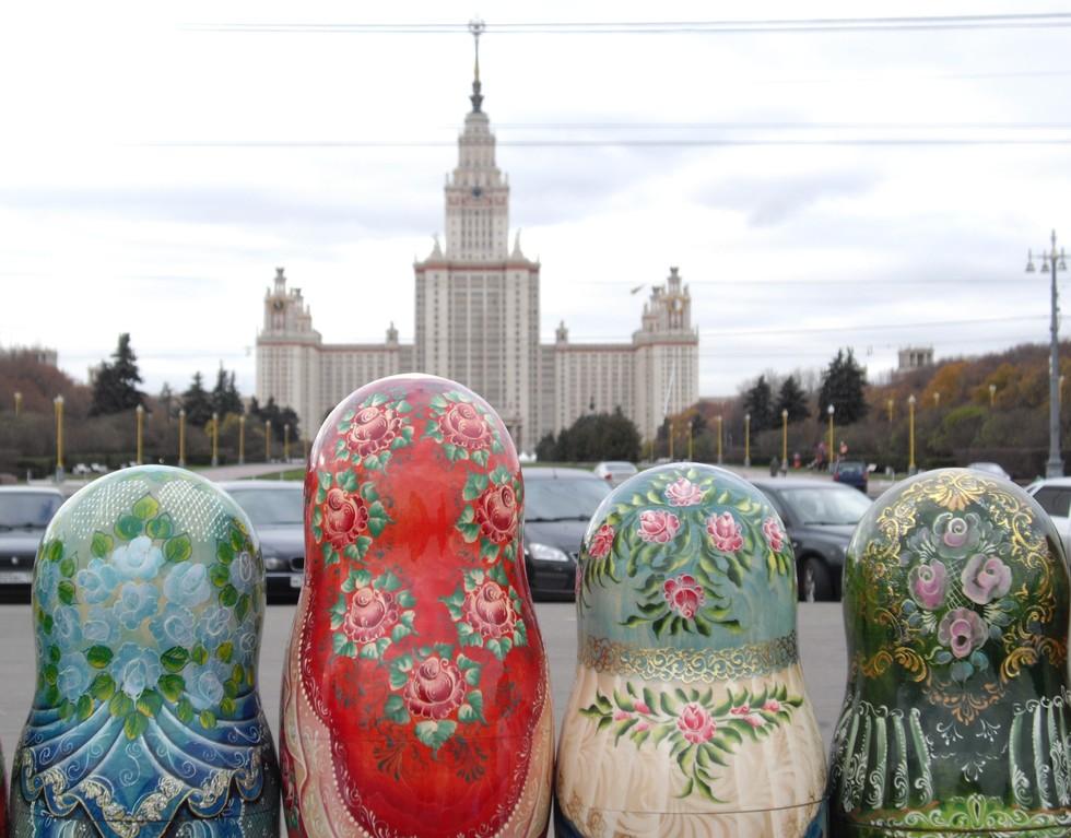 im Hintergrund Staatliche Moskauer Universität auf den Worobjow Bergen 1949 - 1953