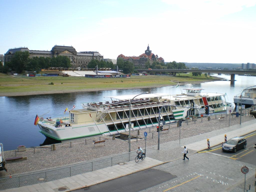 Raddampfer an der Elbe - wie am Missisippi