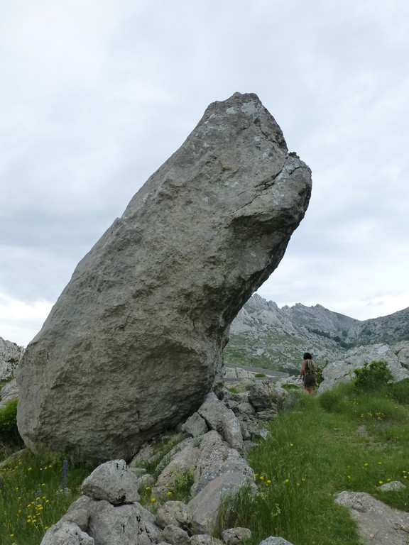 Old Shurehand stand unter dem Felsen