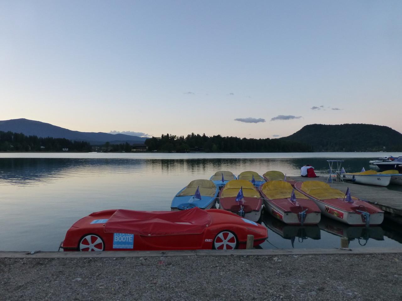 Blick zur Insel - auch hier stehen sie im Wasser - die Autos