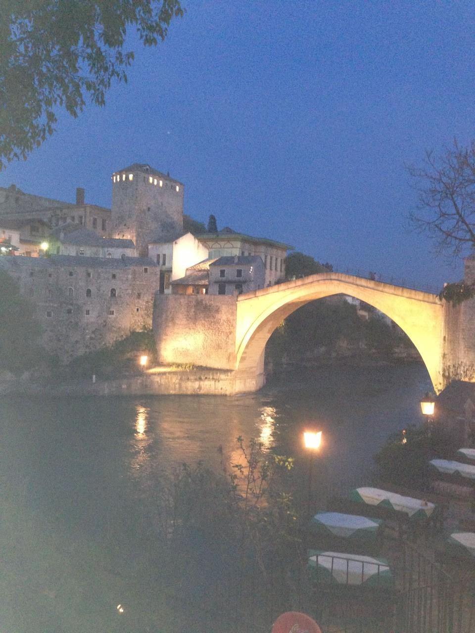 Mostar bei Nacht