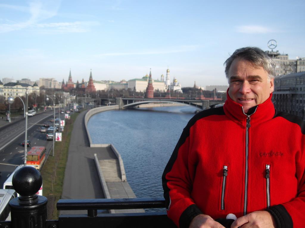 im Hitergrund der Kreml & der Moskowa Fluss