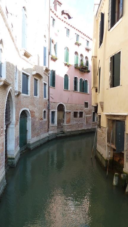 in den engen Gassen von Venedig
